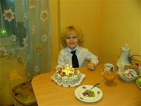 у моего сына день рождения!