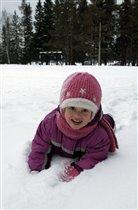 Люблю повалятся на мягком снегу.