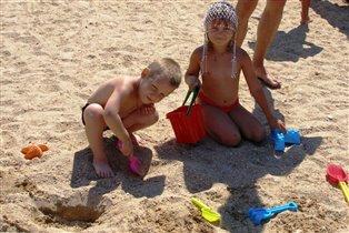 Любим строить из песка