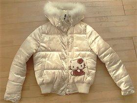 Куртка  для девочки на весну  на р.158-160, привозная из Италии, с апликацией Hello Kitty - 900 руб.(ткань как атлас)