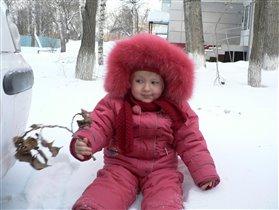А я веточку под снегом нашла