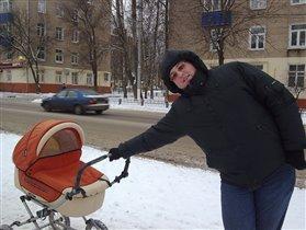 Егорка выгуливает папу.