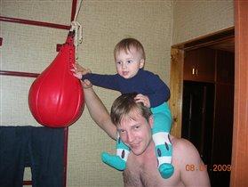 А я как папа-готовлюсь стать боксером!