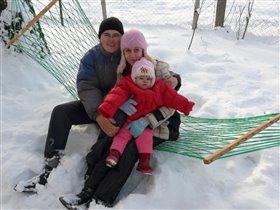 А зимой в гамаке тоже неплохо, лиж бы мама с папой были рядышком!