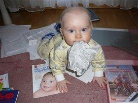 Помогаю мамочке... :) как могу!