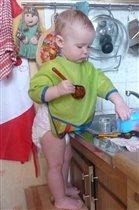 Скоро стану я большою - я уже посуду мою!!!
