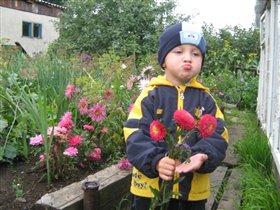 Подарююююю цветочки маме!