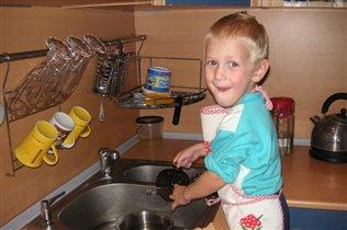 мама готовит а я мою ВОТ!!!