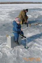 Кто поможет лучше всех папе рыбку поймать?