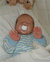 Здаёмсу!!! Сашуле снится сон, про игру в войнушки!!! сыночку 1 месяц!!!