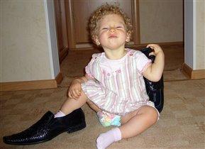 Блондинка в одном ботинке