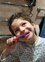 Чищу зубы по утрам - САМ!