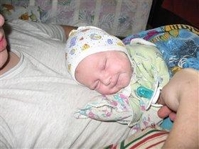Я у папы на животике сплю! Так хорошо!