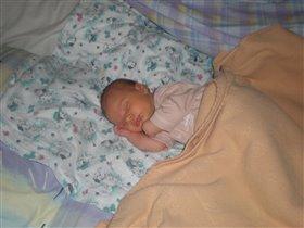 мой малыш спит как взрослый