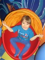Витя в детской комнате