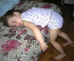 Кто-то спит лежа, кто-то - сидя, а я - СТОЯ!!!