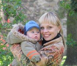 Владик с мамочкой на прогулке