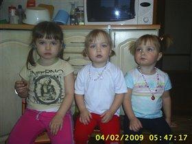 Три девицы под... микроволновкой