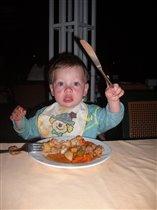 Никитка ужинает :).
