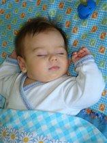 Тёма спит