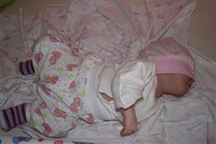 Саша спит, она устала...