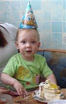 Вот тортик я покушаю- и вырасту большой!