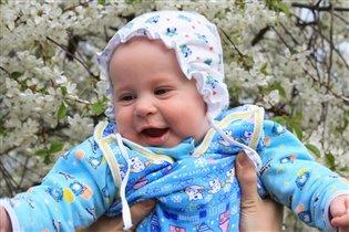 Первая весна  сыночка-цветочка
