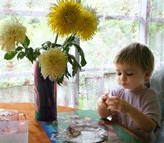 Девочка с сырником.