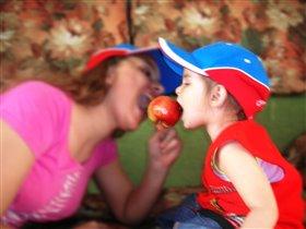 Красно яблоко ели вместе мы!