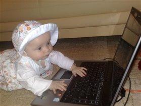 ничего нельзя доверить этим родителям, на секунду отвлеклась - уже компьютер сломали...