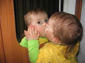 Такую красивую девочку можно поцеловать