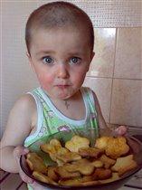 Мой сыночек сам пёк печеньице!!!
