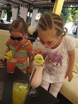 сестренки на каникулах