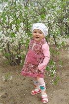 Я у вишенки стою,наслождаюсь весной! Лилии 1.3 годика