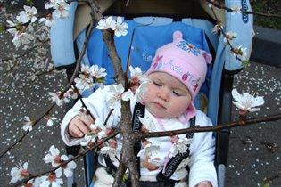 Первая весна Миленки!