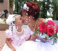 Счастливые мама и дочка