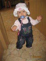 'Мама, идем гулять! Я уже оделась!'