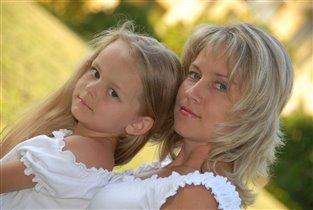 Как сестренки - мама и дочь
