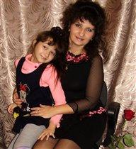 У папы дома два цветочка: красотка-жена и лапочка-дочка ))