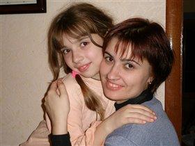 Мама самый лучший в мире друг, как люблю тепло ее я рук...