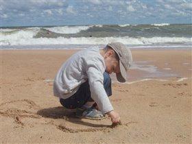 Изучаю море...интересно когда волна затопит ноги?))