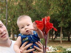 Какой цветочек класивый)))