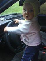 Пойду по папиным стопам :) Бывают же женщины-водители :)