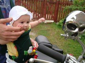 Маленькая байкерша. :)