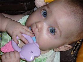 Каролиночка, 8 месяцев
