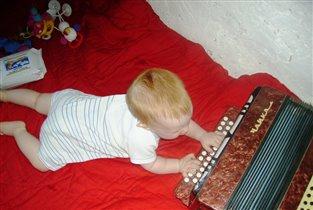 Врожденная тяга к музыке.