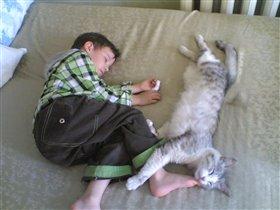 всё делаем вместе, даже спим...