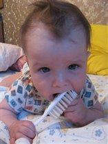 Моя причёска-красота, а щётка для зубов нужна!