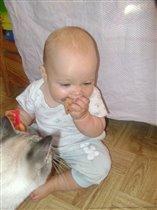 Смотри, Тима, как мышей надо есть!