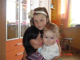 Три девицы под окном...